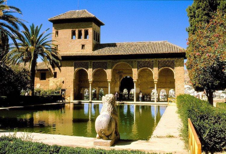 Альгамбра в Гранаде Испания