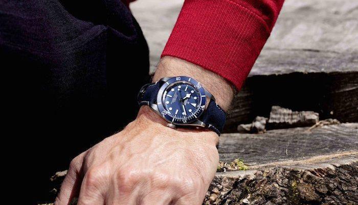 Самые популярные часы Tudor теперь окрашены в темно-синий цвет